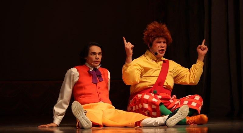 Сцена из спектакля «Малыш и Карлсон».