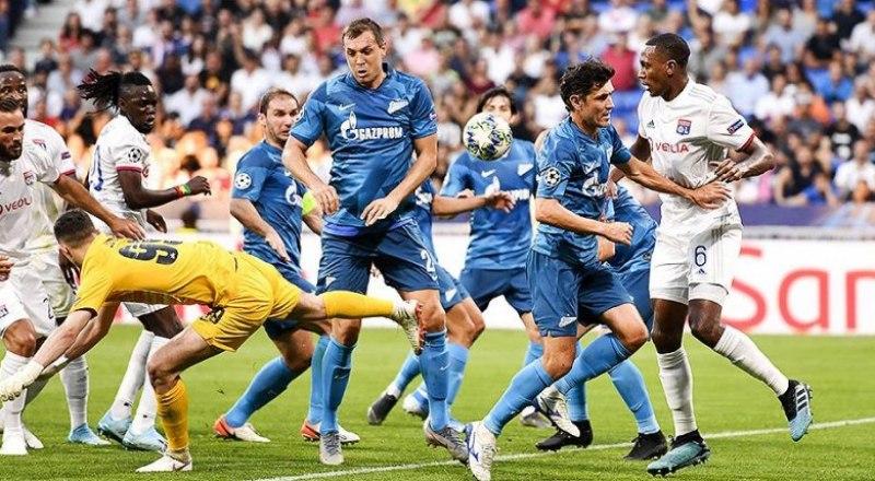 Зенитовцы (в тёмной форме), как львы, сражались против французского «Олимпика» из Лиона.