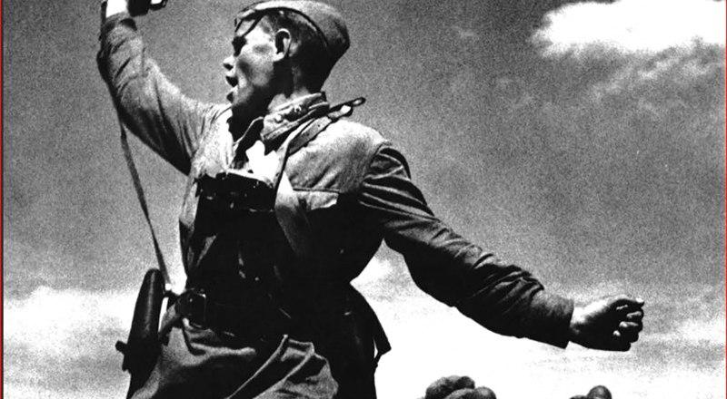 Политрук Алексей Ерёменко, последняя атака, июль 1942-го. Фото Макса АЛЬПЕРТА.