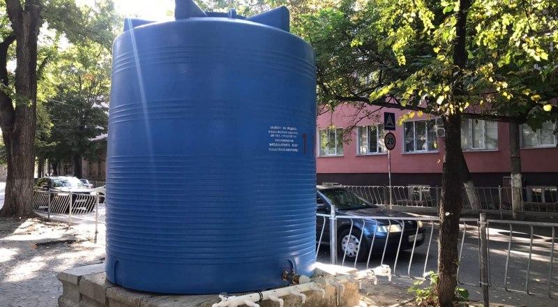 Если вы хотите, чтобы в ёмкости была вода, звоните в городскую администрацию.