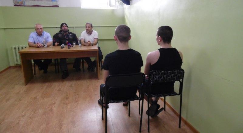 Встреча самых маленьких «обитателей» СИЗО-1 с Александром Хирургом Залдастановым.