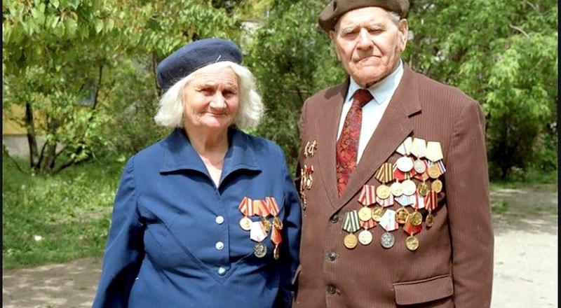 Татьяна и Пётр Юрчишко, 1995 год - 50 лет Победы. Фото из семейного архива читателей.