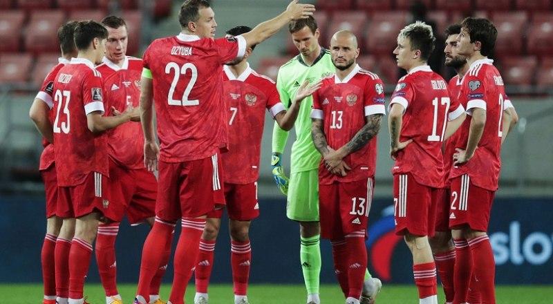 Послезавтра сборная России также будет получать наставления от своего капитана Артёма Дзюбы (№22) перед матчем с Бельгией.