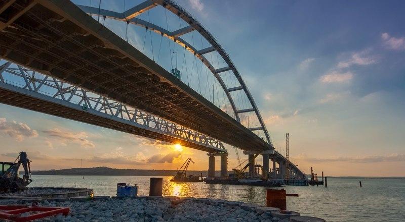 Только за Крымский мост мы должны быть бесконечно благодарны президенту и всей стране.