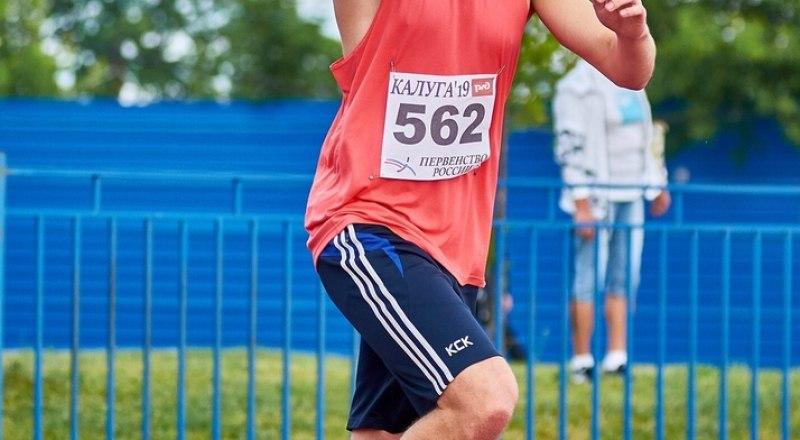 Копьё метает молодой сакчанин Кирилл Фоменко, которого специалисты считают одним из перспективных олимпийцев Игр-2024.