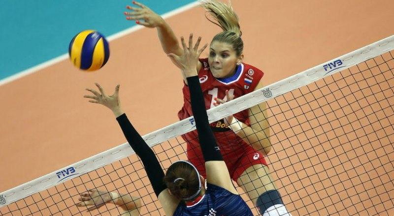 Атакует одна из героинь матча с кореянками Ирина Фетисова.