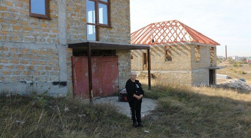 Семья Екатерины Жабкиной не может переехать в новый дом и жить без электричества и воды.